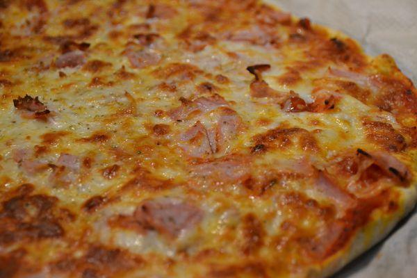 Pizza au jambon et fromage