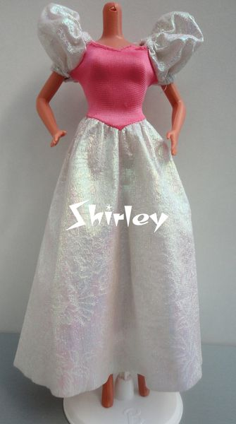 VÊTEMENTS BARBIE 1989