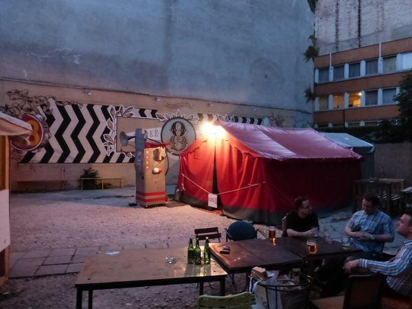 Budapest : Résidence et jeu  à &quot&#x3B;Super 8&quot&#x3B;