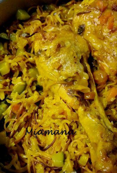 Riz jaune au poulet et aux vermicelles