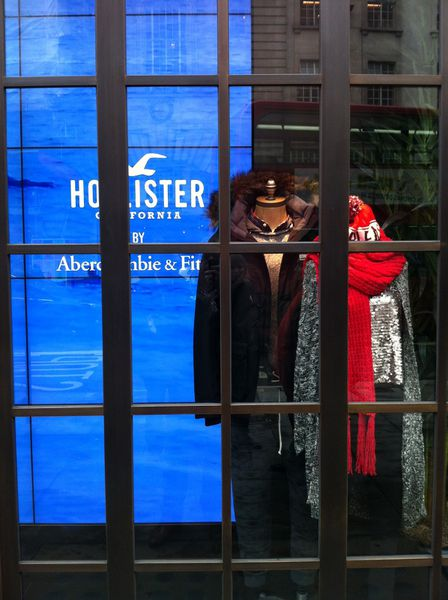 #2 Londres : Hollister maître dans l'art de l'immersion sensorielle