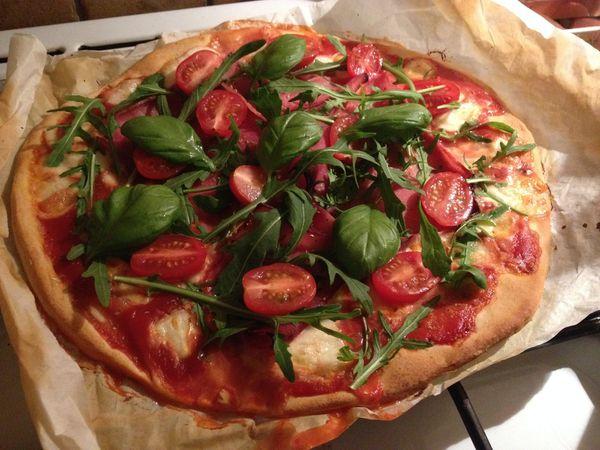 pizza jambon mozzarella roquette tomates cerise. Black Bedroom Furniture Sets. Home Design Ideas