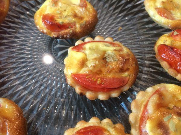 Mini tartelettes tomates cerise et camembert