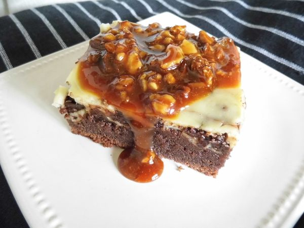 Brownies-cheesecake et caramel aux noix
