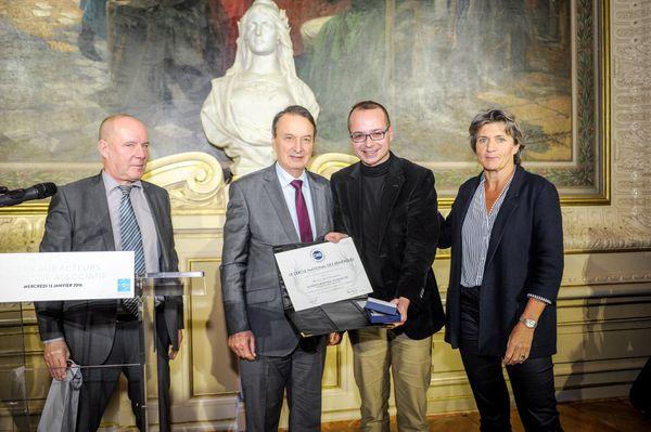 Décernée à Lauric Duvigneau à l'occasion de la Journée Mondiale du Bénévolat du 5 décembre 2015, en reconnaissance de son engagement actif au service du Bénévolat durant 27 ans.