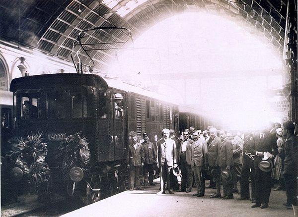 Il  y a 83 ans, la 1ère locomotive électrique partait de la Gare Keleti