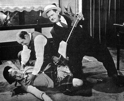 Putting pants on Philip (Clyde Bruckman, 1927)