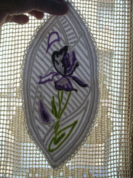 Mandorle en boutis : Iris en couleurs