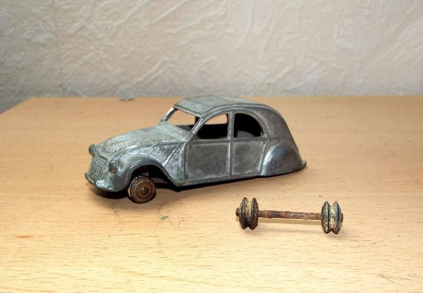 Dinky toys  Citroën 2 CV  - RESTAURATION
