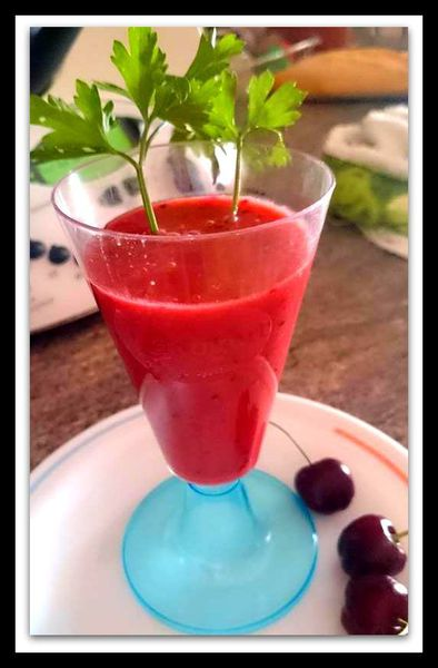 Gazpacho de tomates cherrys y cerezas