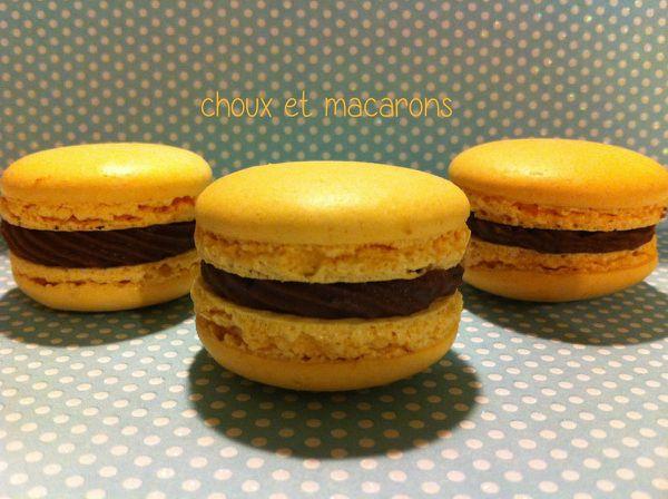 Macarons chocolat au lait et fruit de la passion