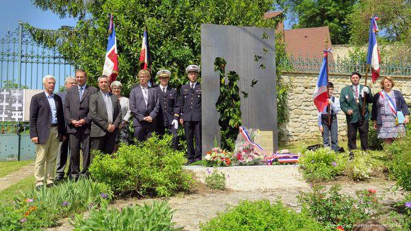 Inauguration de la stèle en hommage aux six soldats &quot&#x3B;fusillés pour l'exemple&quot&#x3B; à Roucy en 1916 et 1917.