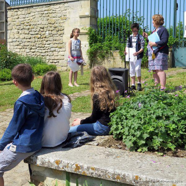 Puis c'est au tour de Joey et de Camille, élèves en CM2 à l'école des Ponceaux à Roucy.