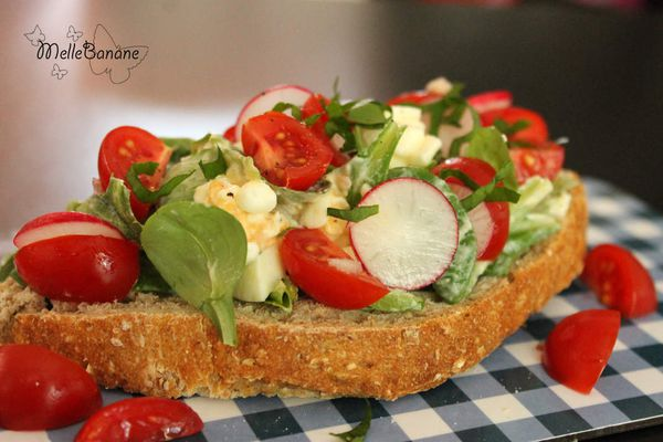 Tartine aux oeufs et fromage