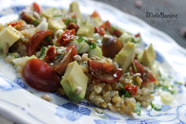 Salade de freekeh, tomate et avocat