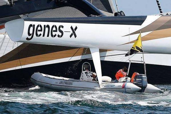 Accident au départ de la Volvo Ocean Race avec un semi-rigide