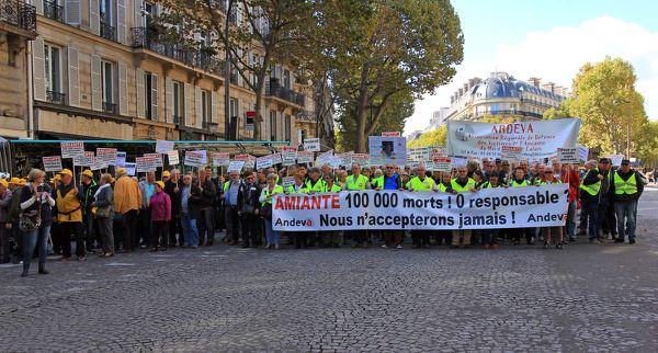 Manifestation nationale 2015 pour un procès pénal de l'amiante : 100 morts , 0 responsable ? Nous ne l'accepterons jamais !