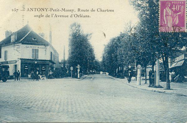 Antony, petit Massy, route de Chartes, à l'angle de l'avenue d'Orléans en 1933