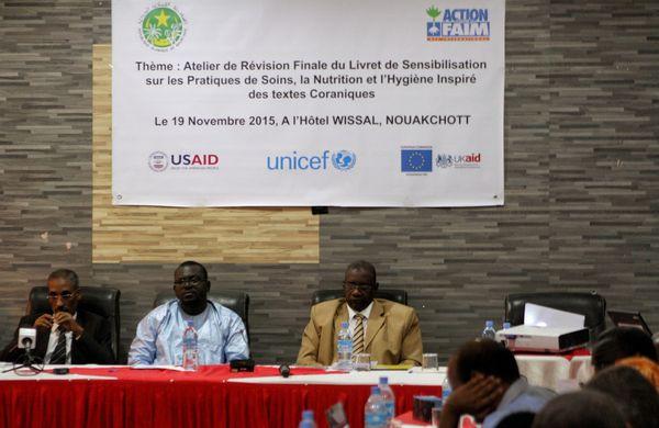 De gauche à droite :Mohamed Ould Vall, directeur des mosquées, Mamadou Diop, directeur d'ACF-E en Mauritanie, et le Dr Kane, du ministère de la santé. Crédit : MLK/Mozaikrim