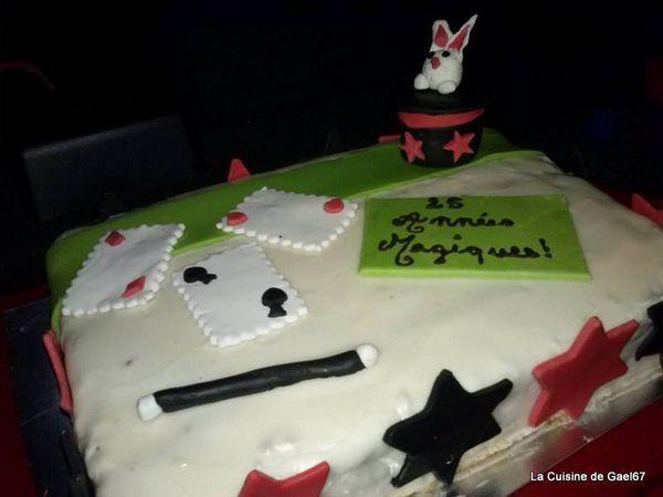 Gateau magique pour un magicien &quot&#x3B;magic&quot&#x3B; - pâte à sucre