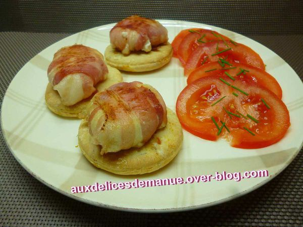 chèvre chaud sur pâte magique, tomate ciboulette et balsamique blanc