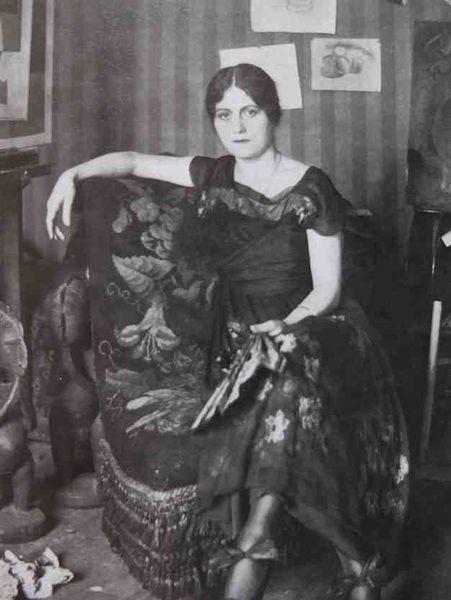 Olga Khokhlova dans l'atelier de Montrouge -1918