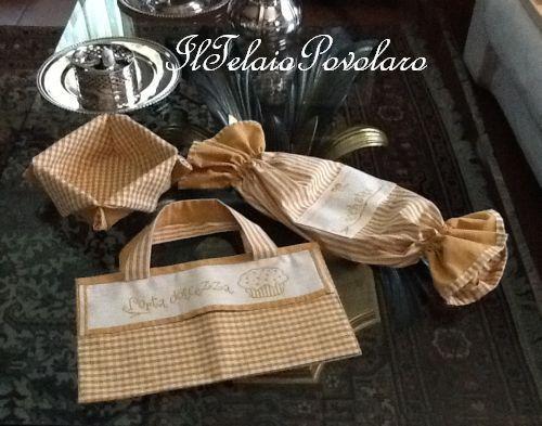 Il set da cucina continua con: porta sacchetti - cestino e porta tort