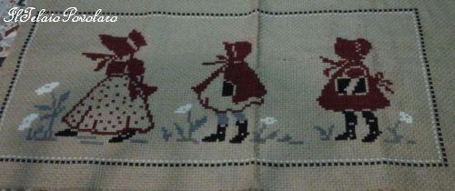 Aida in lino per tre piccole damine che sembrano...