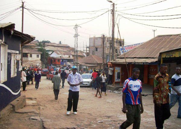 Une avenue de Nzanza, à Matadi