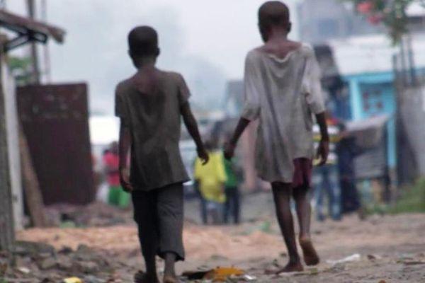 Deux enfants de rue