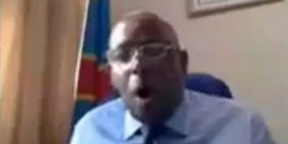 Un ministre congolais en train de jouir dans son bureau officiel
