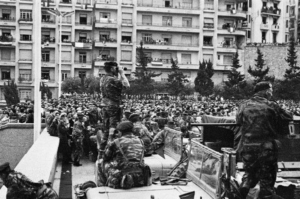 HOLLANDE INSULTE LES FRANCAIS EN CELEBRANT LA DATE MAUDITE DU 19 MARS 1962 !