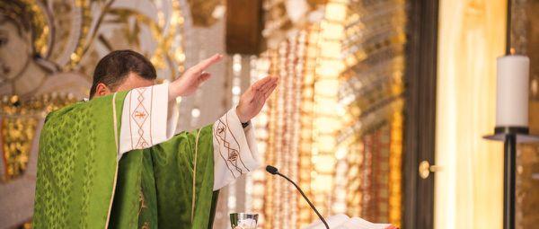 LE CATHOLICISME SE MEURT ! DECES DE 800 PRETRES PAR AN ! ORDINATION DE 100 PRETRES SEULEMENT !