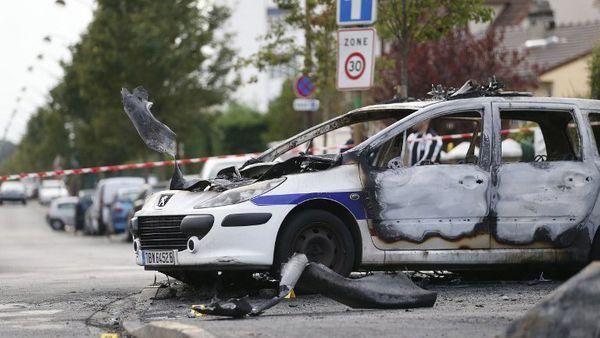 DES MILITAIRES OU DES POLICIERS NOMBREUX ET ARMES SONT NECESSAIRES A VIRY-CHATILLON POUR MAINTENIR L'ORDRE !