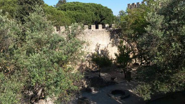 Le parc du château est fort agréable car ombragé. Nous y avons fait une halte reposante