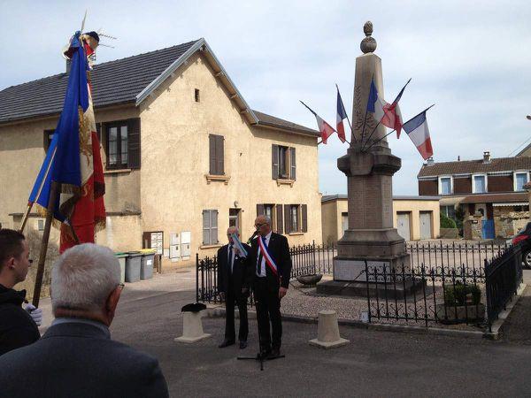 Le Maire Serge VIEILLE lisant le message du Ministre des anciens combattants