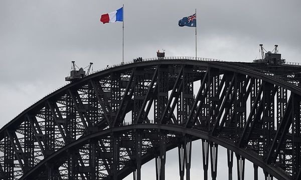 Sydney Harbour Bridge en bleu-blanc-rouge...