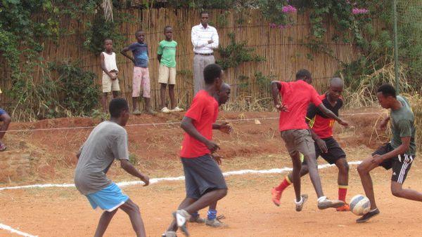 Jeu au football entre Tambourinaires et AGIYEREKERAMANA