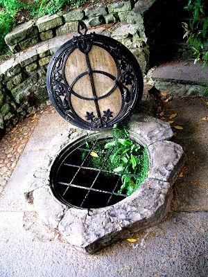The Chalice well - Le puits du Graal, à Glastonbury, Angleterre, photo François-Marie Périer, 2010