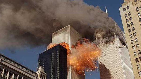 IMAGEN FOTOGRAFICA MOSTRANDO EL TERRIBLE ATAQUE TERRORISTA DEL 11 DE SEPTIEMBRE O 911 EN ESTADOS UNIDOS