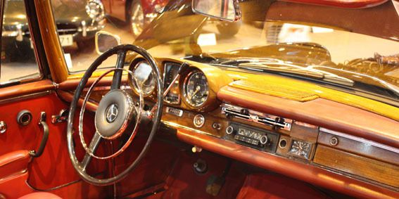RETROMOBILE: L'AUTO RESTE UNE STAR !