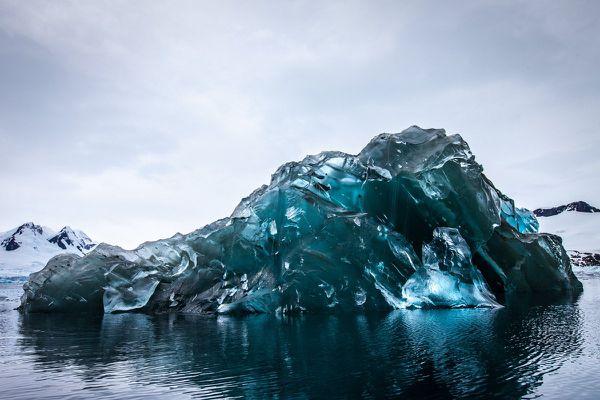 Iceberg retourné, Alex Cornell