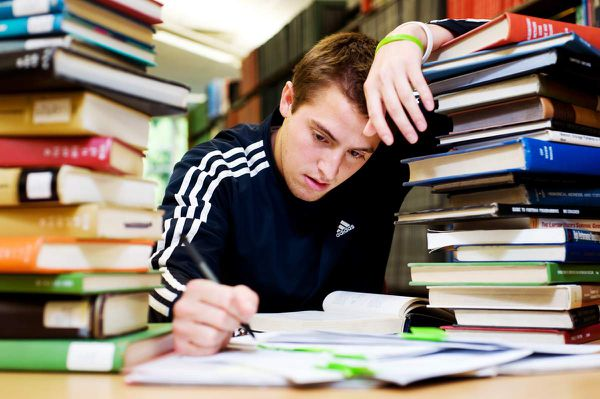 The Stress Students Feel Can be Minimized by an Assignment Help Service