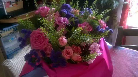 Un magnifique bouquet de roses de la part d'un de mes fils et sa petite famille..bouquet coloré et tellement odorant