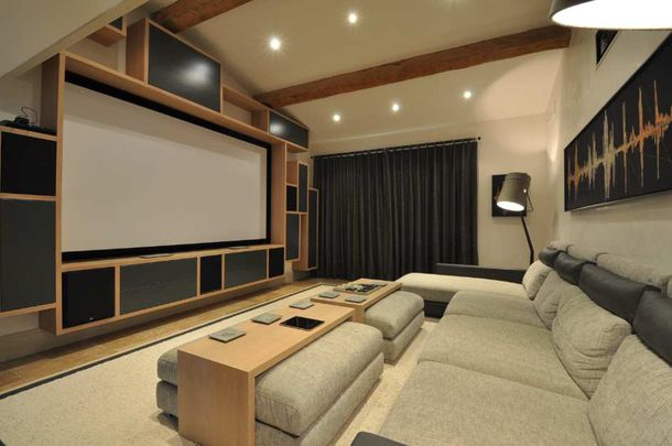 salle de cinema maison affordable salle de cinema a la maison with salle de cinema a la maison. Black Bedroom Furniture Sets. Home Design Ideas