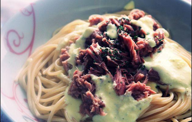 Spaghetti au thon et sa sauce à l'ail et fines herbes !