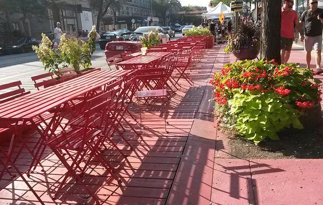 Terrasse St-Denis ou comment voir la vie en rouge!