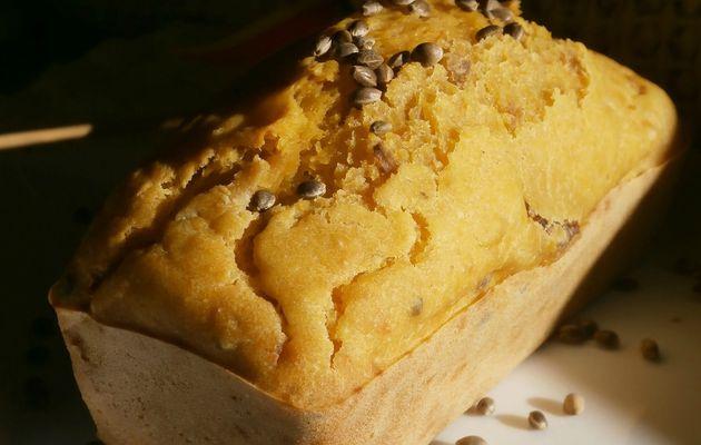 Cake végétalien aux carottes,orties, tofu fumé et graines de chanvre