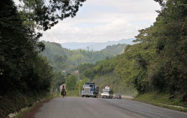 Chisec, Guatemala à vélo 7 Mars 2017. Paradoxe : on descend de la montagne mais on a beaucoup monté.