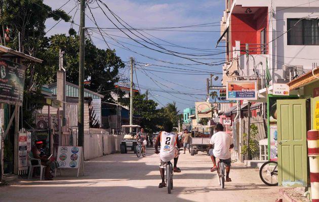 Belize City, Belize à vélo 16 Mars 2017. Repos et bateau pour Caye Caulker.
